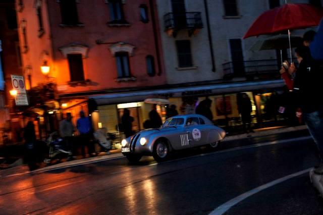 2 argentinieni si un Bugatti au castigat Mille Miglia 2013