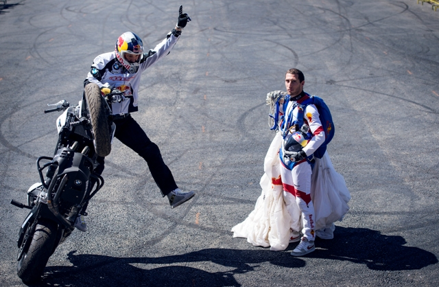 Spectacolul lui Chris Pfeiffer la deschiderea sezonului BMW Motorrad