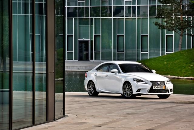 Balet si control perfect la lansarea noului Lexus IS