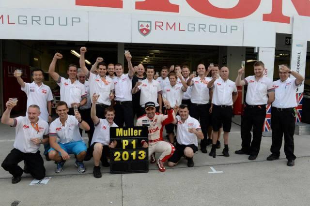 Yvan Muller castiga cel de-al patrulea titlu de campion in WTCC
