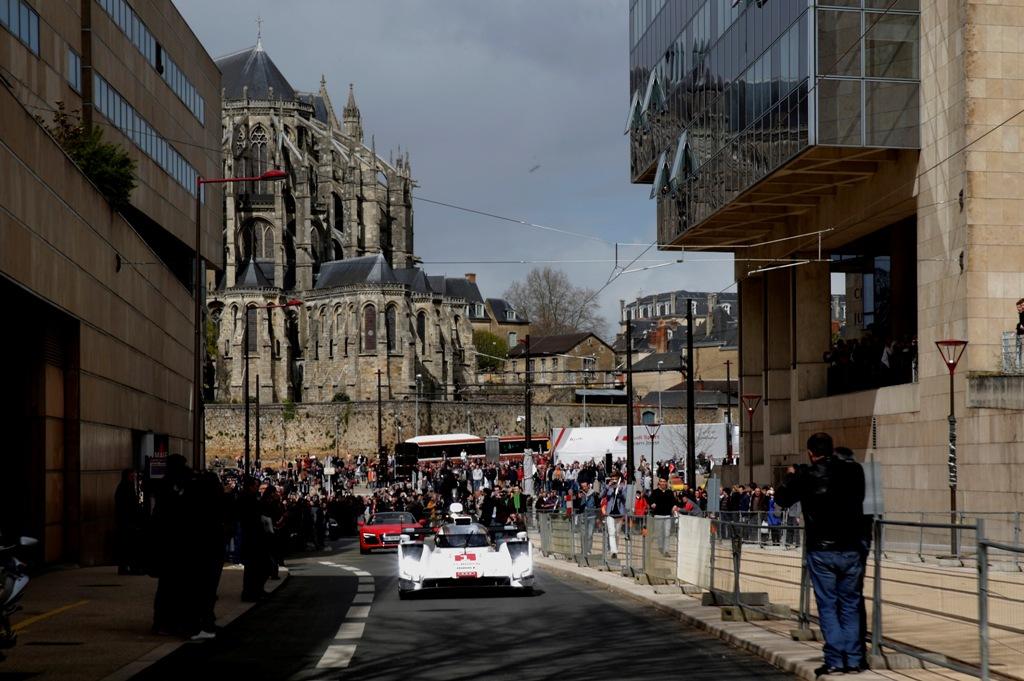 Audi a dezvaluit noul R18 e-tron quattro la Le Mans