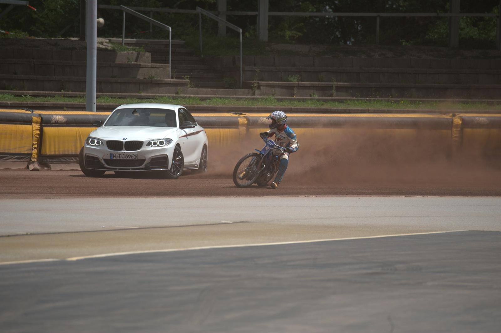 5 ore de drifting cu BMW M235i pe pista de dirt-track