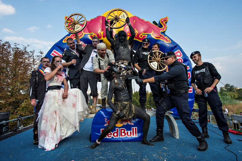 51 de masini artizanale au defilat la primul Red Bull Soapbox Race din Romania