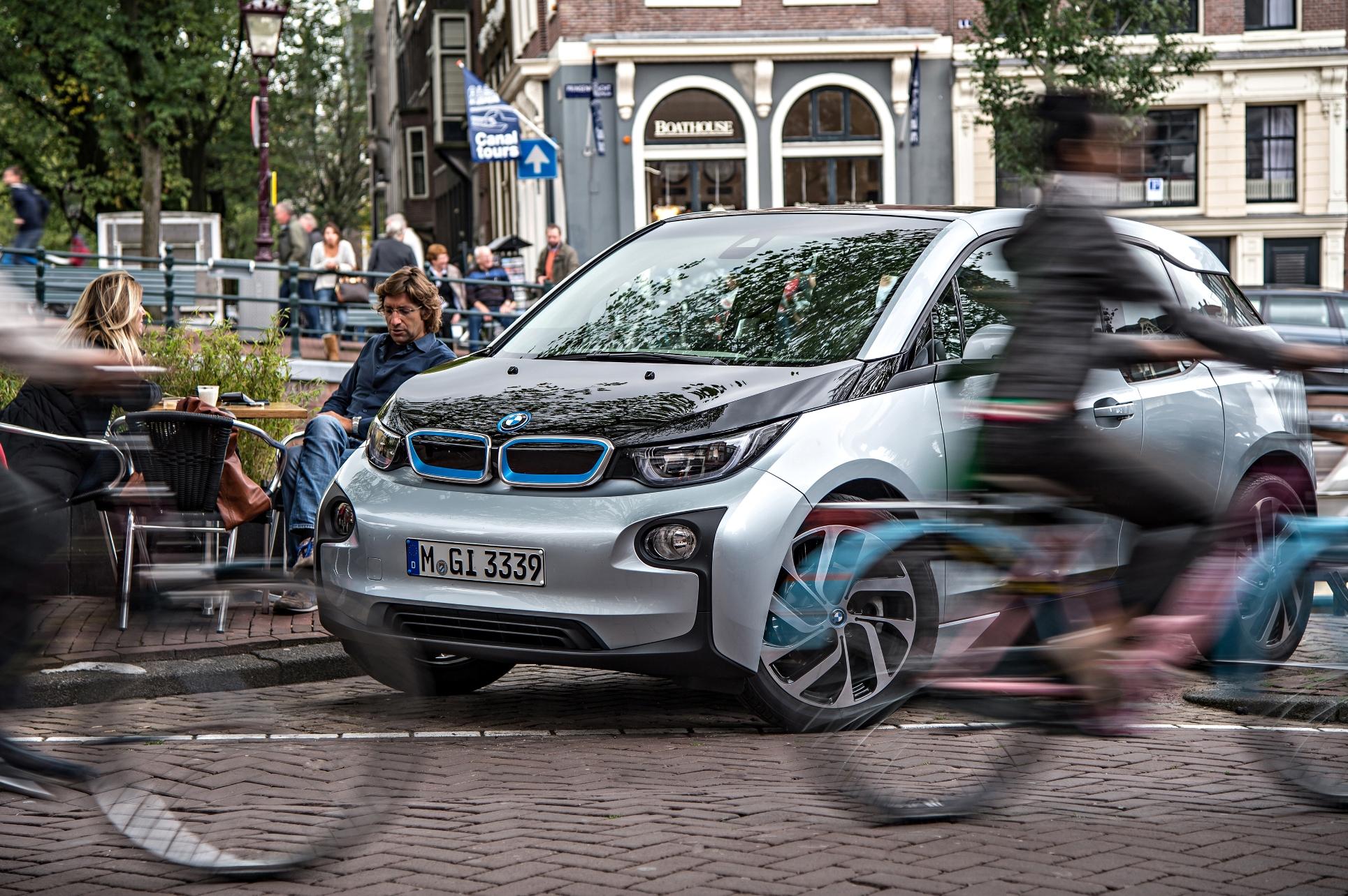 "BMW i3 a câştigat premiul ""Green Car of the Year"" 2015"