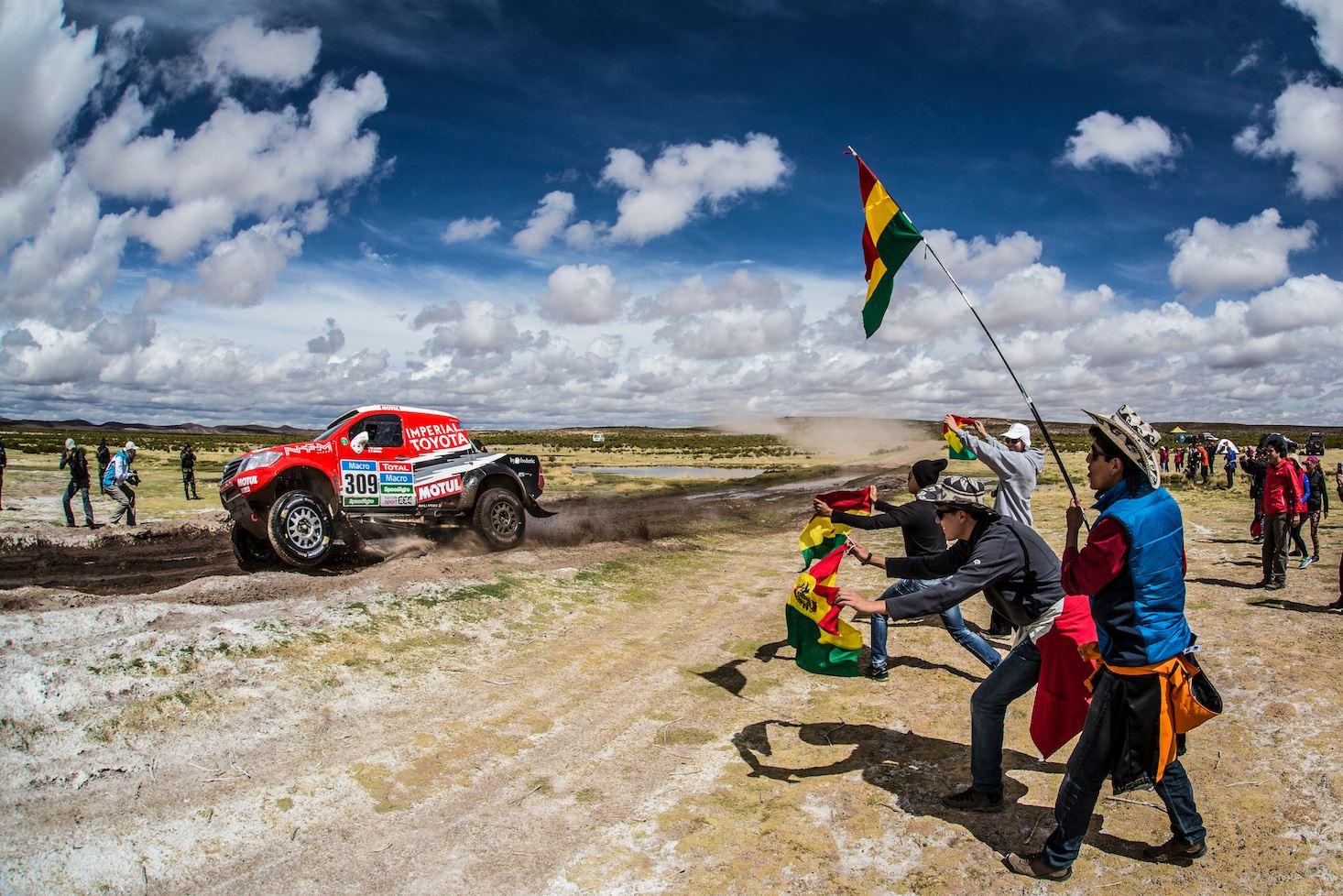 Victorie de etapa in Dakar 2015 pentru incepatorul Yazeed Al Rajhi