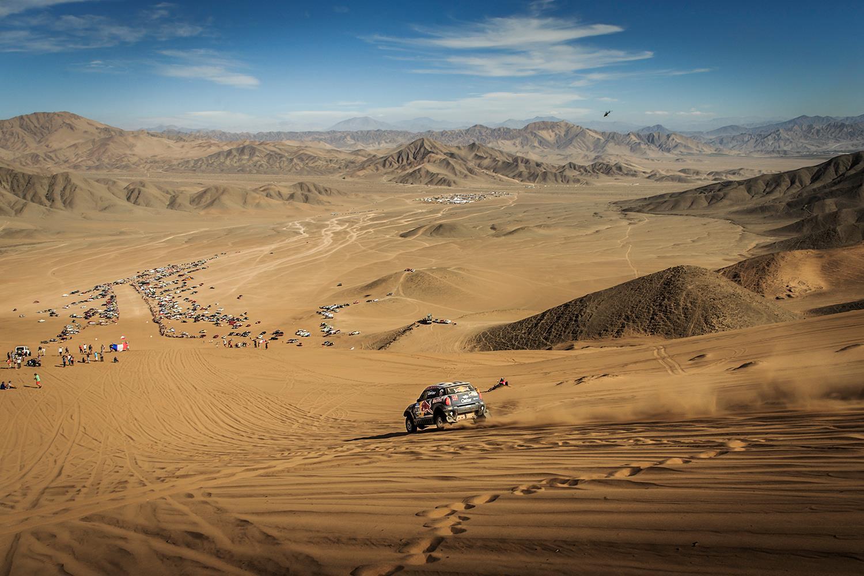 Nasser Al-Attiyah reuseste o noua victorie de etapa in Dakar 2015