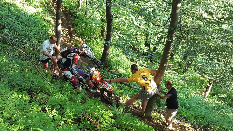 Van Heerden ajutand unul dintre riderii de la cea mai dura categorie - Gold