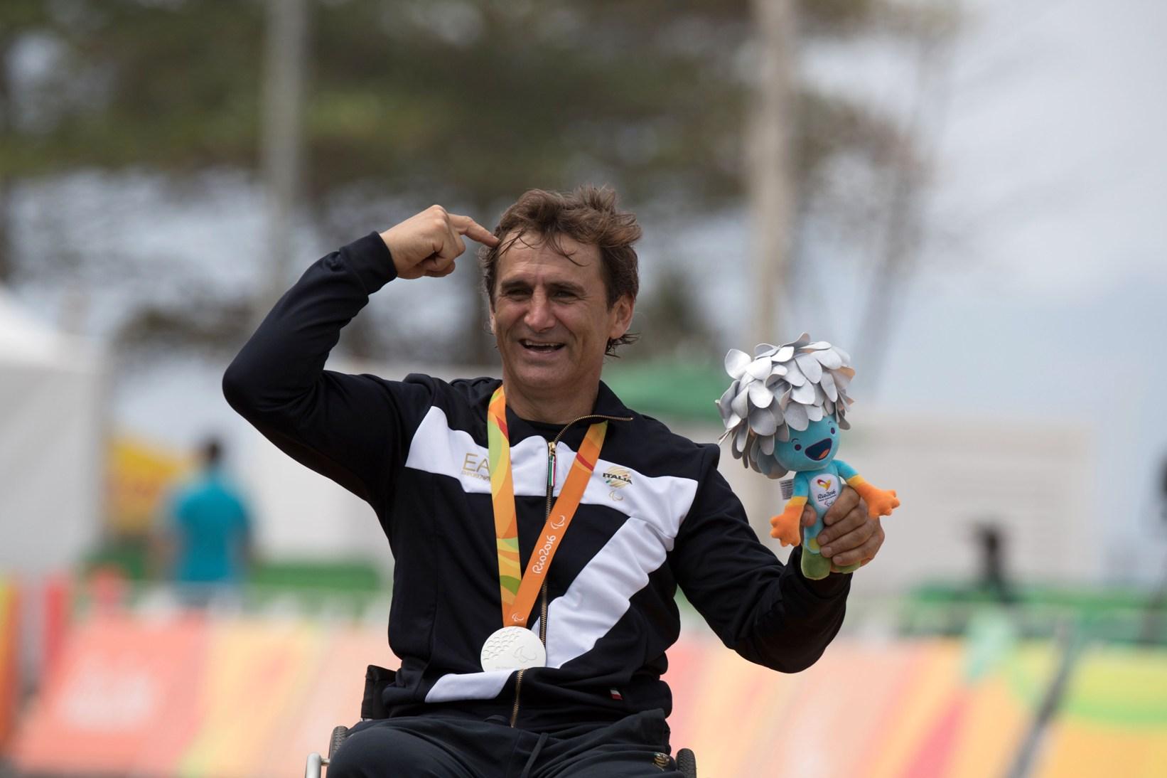 Medalie de argint pentru Alessandro Zanardi la Rio intr-o zi speciala