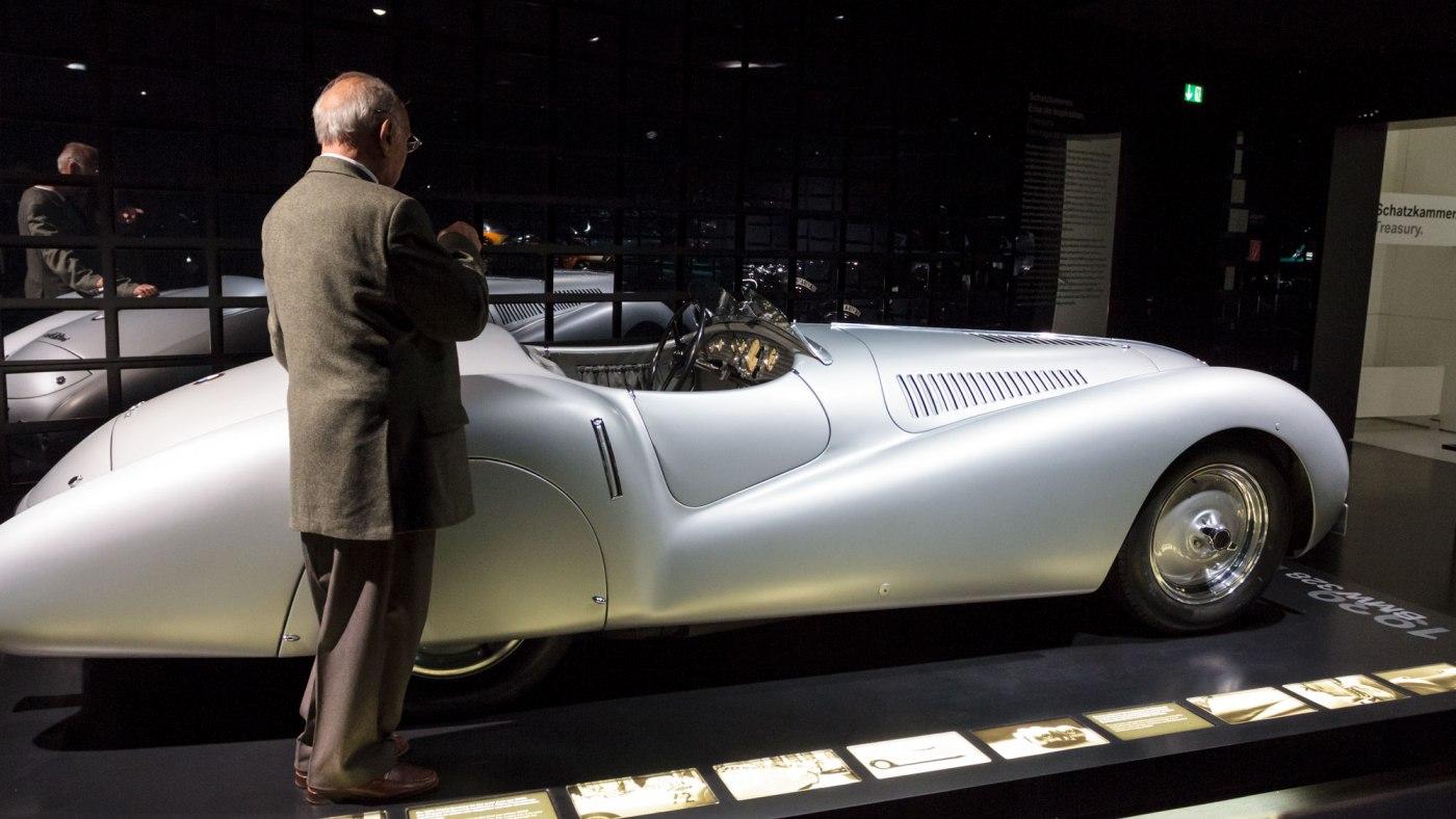 O intalnire legendara la Concursul de Eleganta Sinaia: Marin Dumitrescu si BMW 328 Mille Miglia