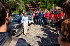 Alex Șeremet povestind despre mașini