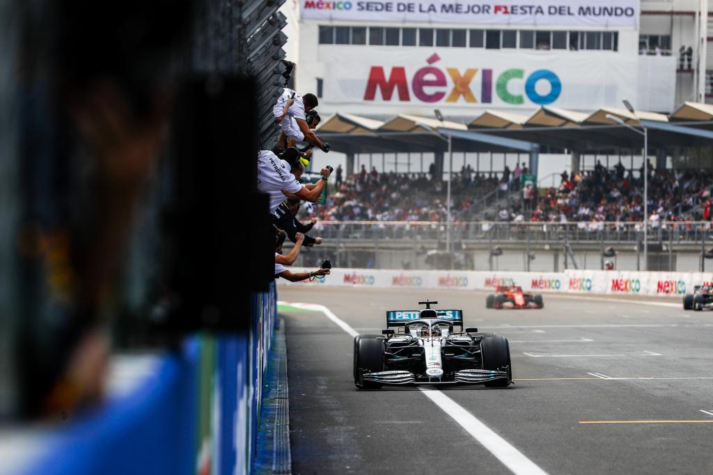 Lewis Hamilton a câștigat Marele Premiu al Mexicului