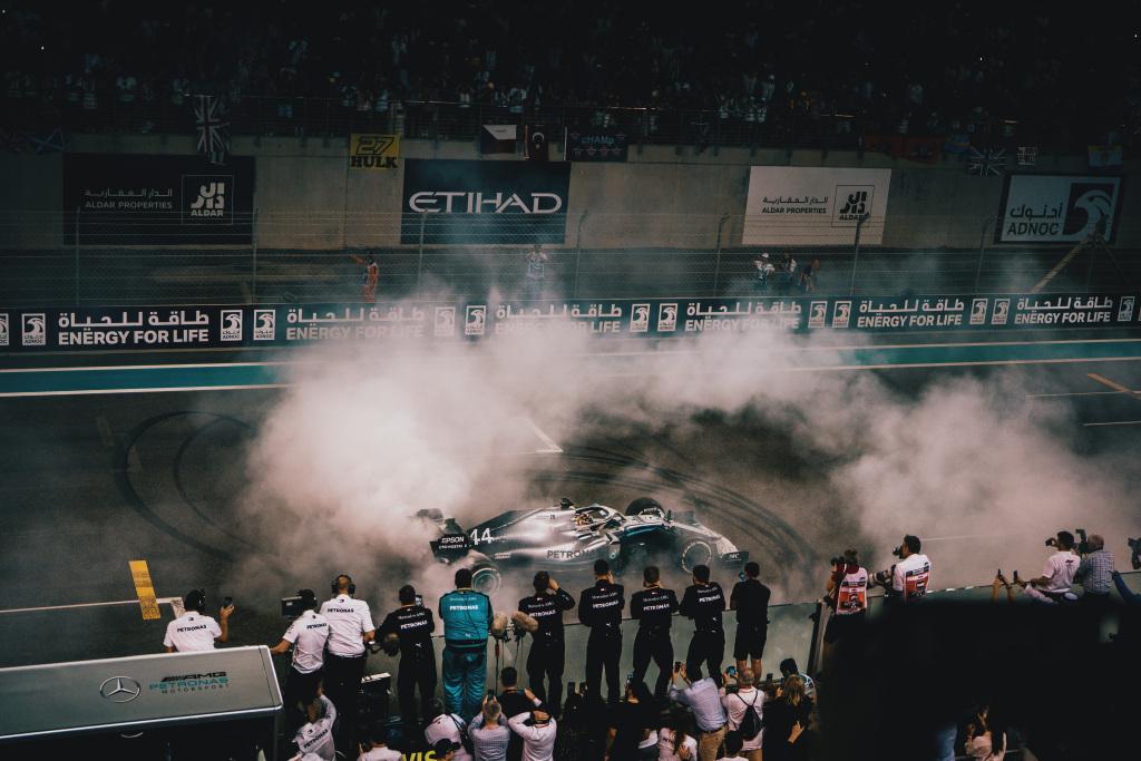 Lewis Hamilton a castigat Marele Premiu al Abu Dhabi