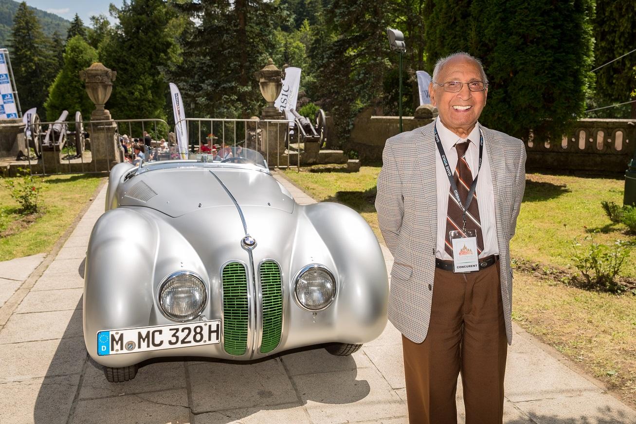 Un pilot legendar împlineşte 102 ani – La mulţi ani, Nea Marin!