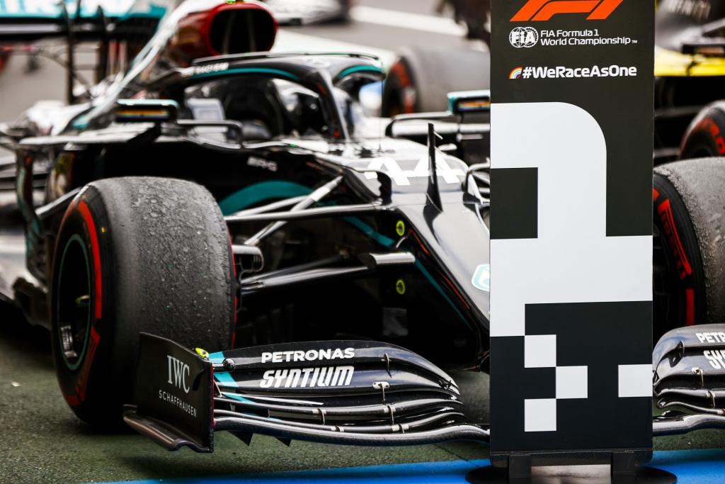 Lewis Hamilton a egalat recordul de victorii al lui Michael Schumacher