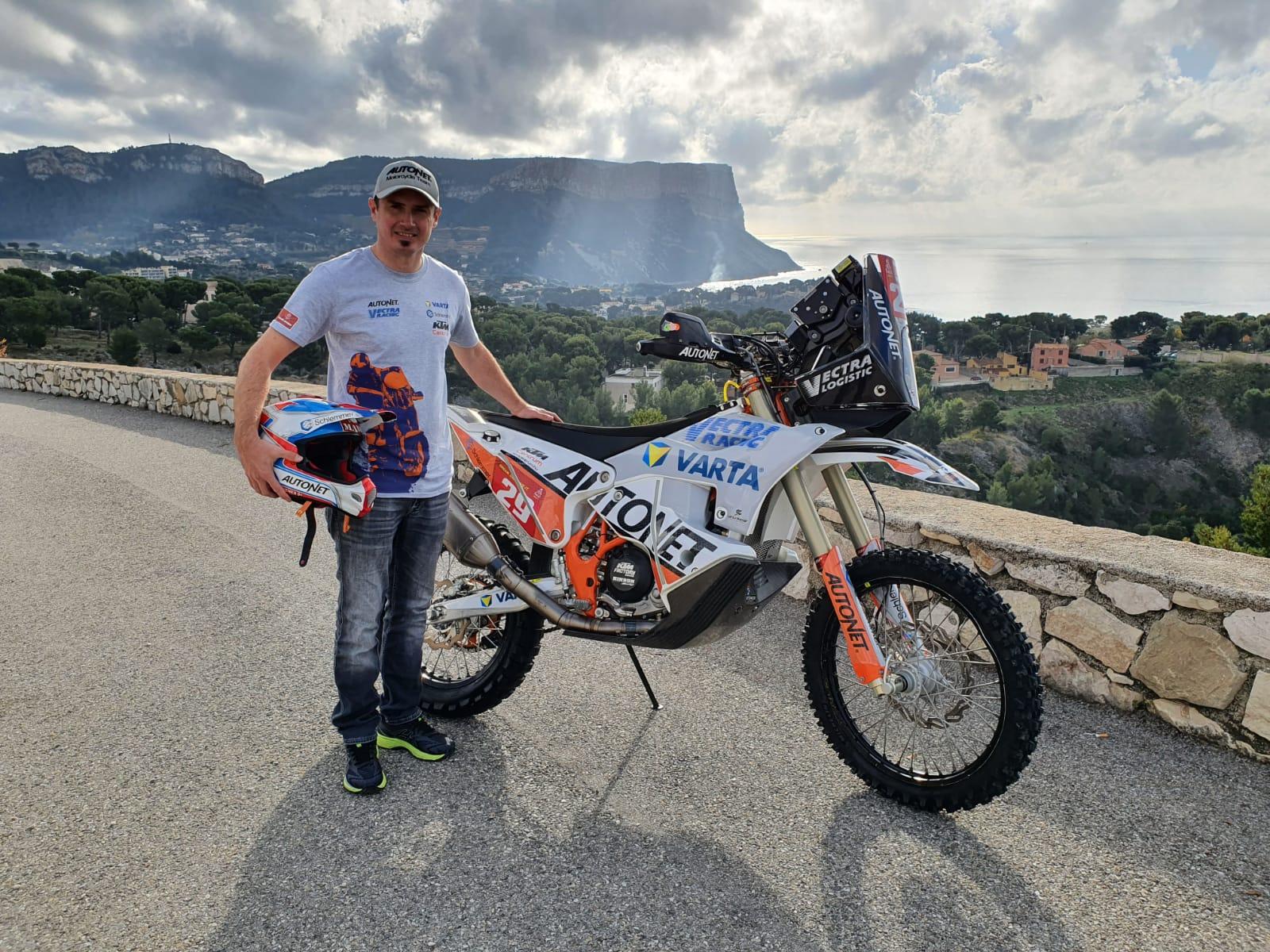 Emanuel Gyenes se îndreaptă către al unsprezecelea start în Raliul Dakar